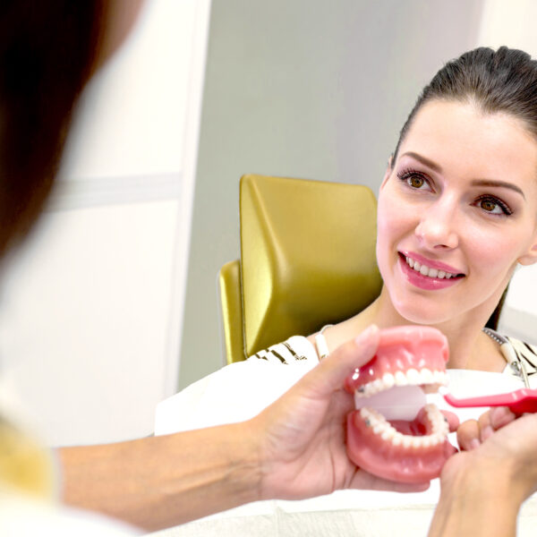 Від дерев'яних до керамічних: еволюція зубних протезів