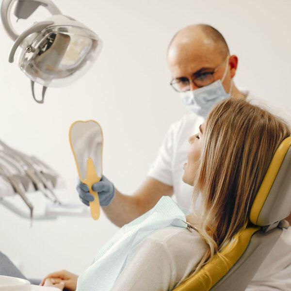 «Не болить, то й не піду»: 4 помилки, через які потерпають ваші зуби