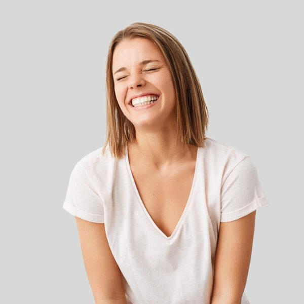 Чи можна вирівняти зуби вінірами?