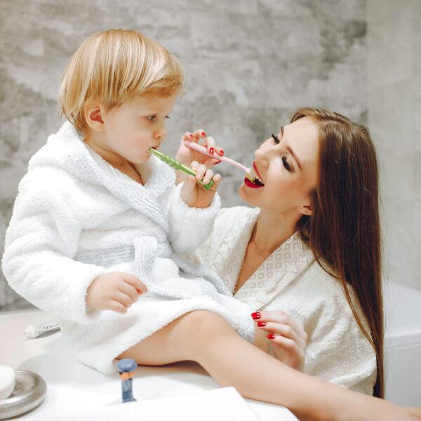 Батькам на замітку: дитячі звички, які псують прикус